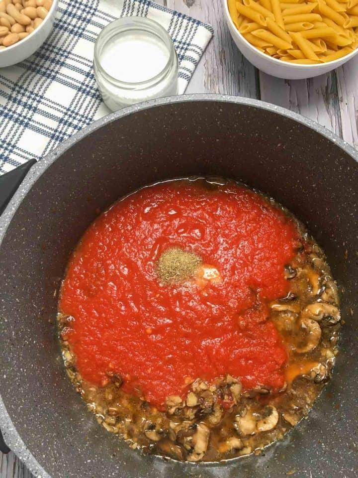pot of tomato sauce